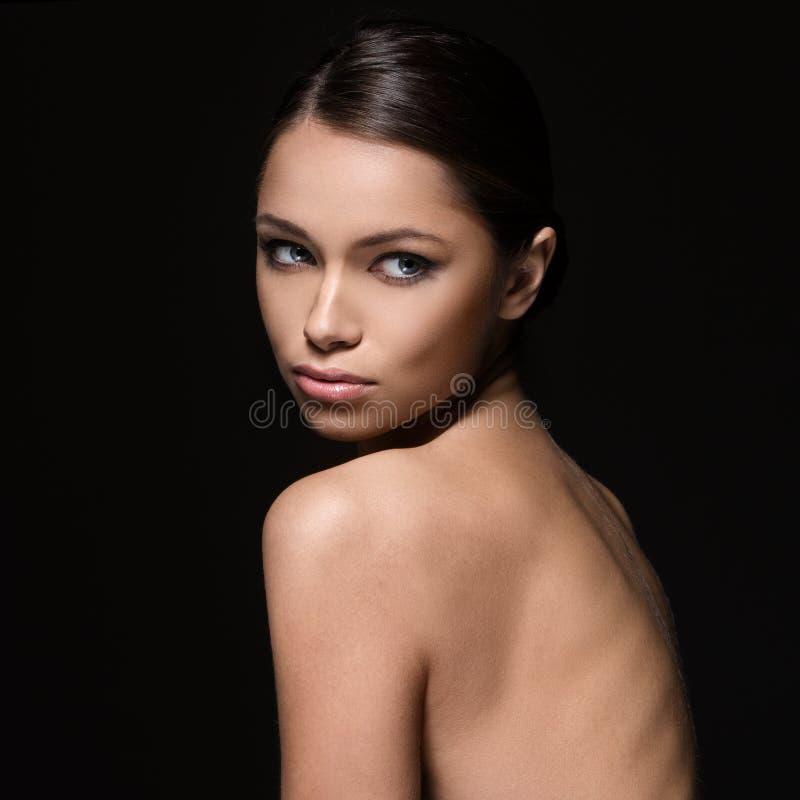 Belle fille avec le visage parfait image stock