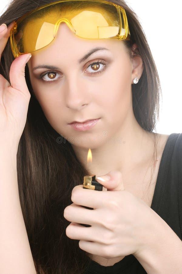 Belle fille avec un briquet photos libres de droits