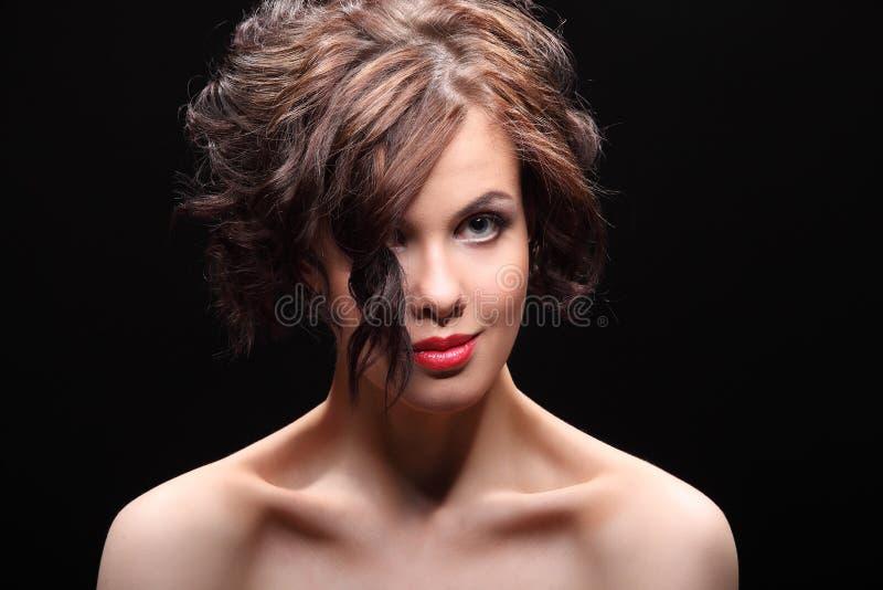 Download Belle Fille Avec Une Cicatrice Sur Le Visage Et L'épaule Photo stock - Image du blessures, incision: 56484208