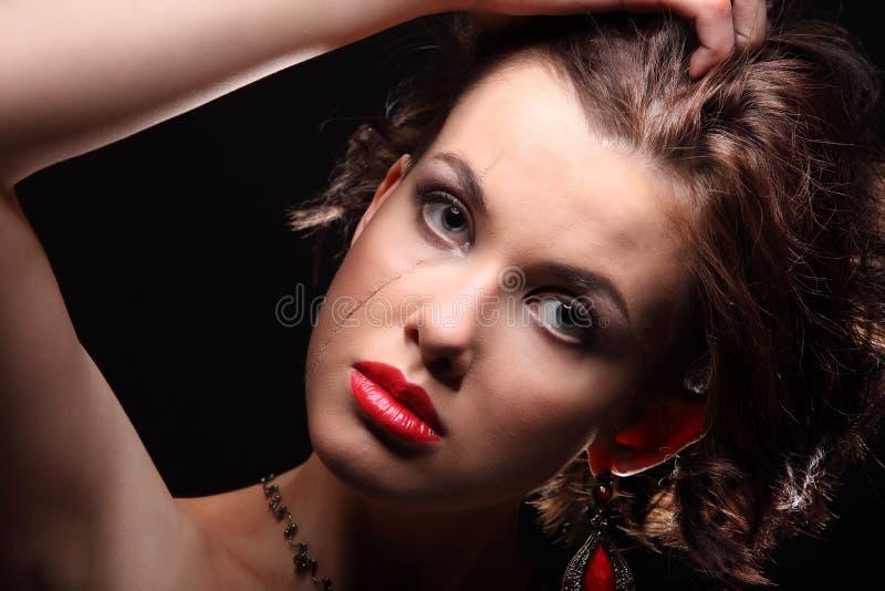 Download Belle Fille Avec Une Cicatrice Sur Le Visage Et L'épaule Image stock - Image du intervention, languettes: 56485695
