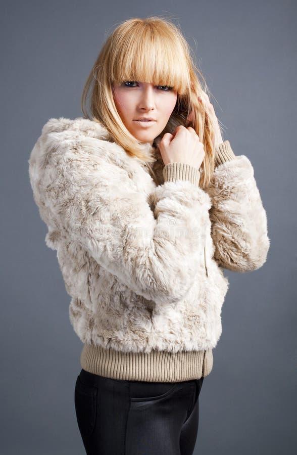 belle fille blonde de l'hiver image libre de droits