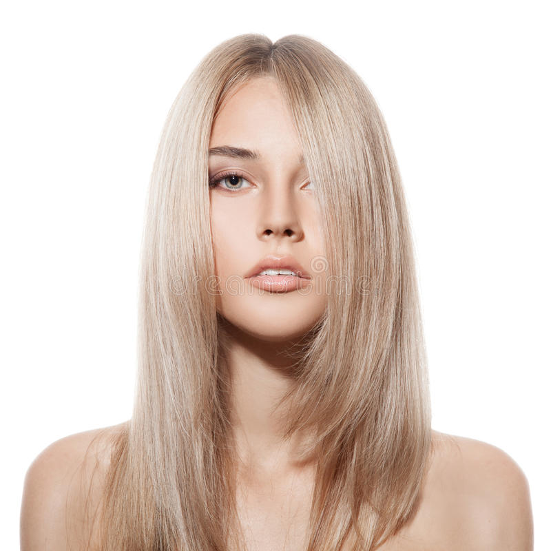Belle fille blonde. Longs cheveux sains. Fond blanc photos stock