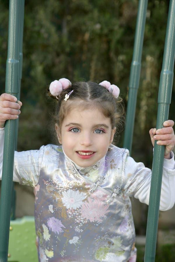 belle fille caucasienne asiatique de robe peu photo libre de droits