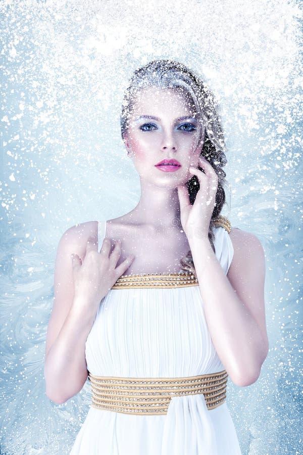 Belle fille congelée photo stock