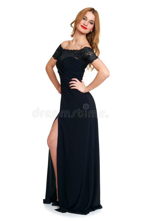 Belle fille dans la robe noire d'isolement sur le fond blanc, concept de vacances image stock