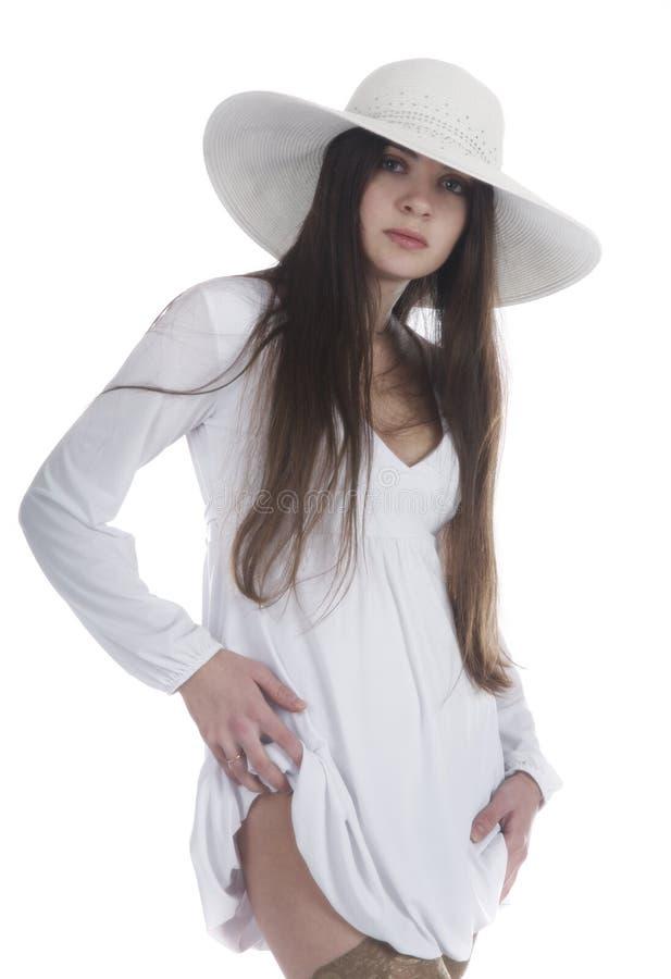 Belle fille dans un blanc image stock