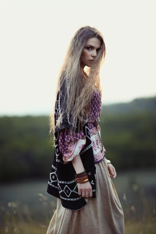 Download Belle fille de hippie photo stock. Image du nature, beau - 45372490