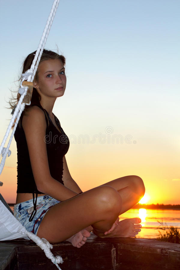 Belle fille de l'adolescence photographie stock libre de droits