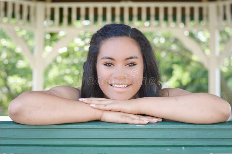 Belle fille de l'adolescence de sourire image libre de droits