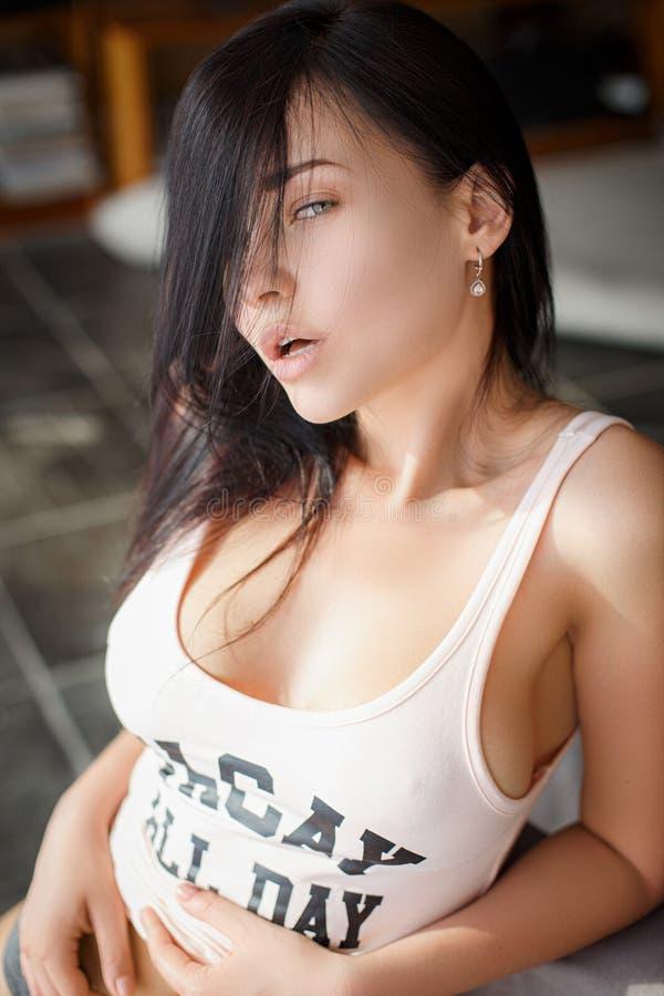 Belle fille de style de sport dans une lingerie sexy photographie stock
