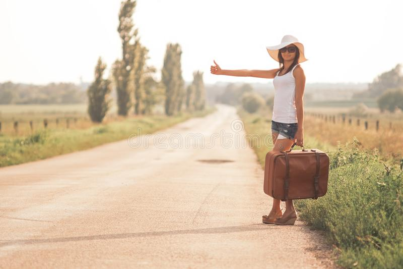 Belle fille de voyageur photographie stock