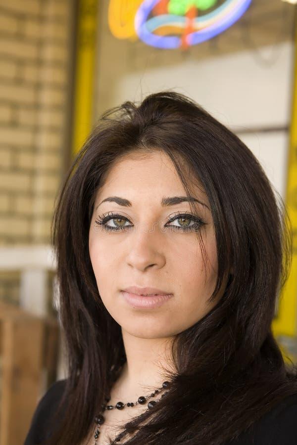Belle fille du Moyen-Orient avec de jolis yeux images libres de droits