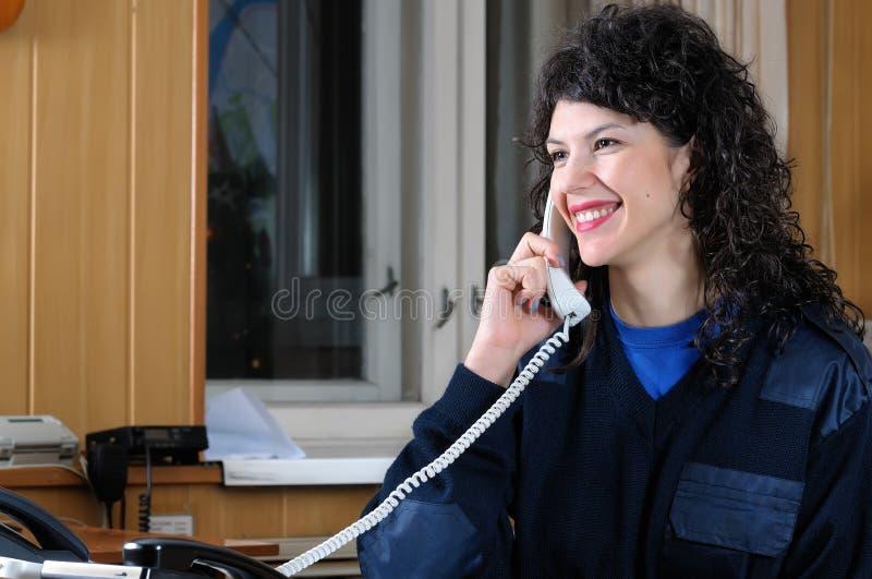 Belle fille - l'opératrice des pompiers photographie stock libre de droits