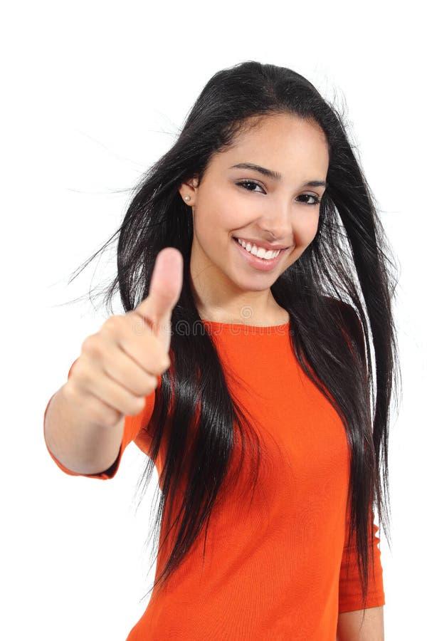 Belle fille musulmane d'adolescent avec le pouce  photographie stock libre de droits