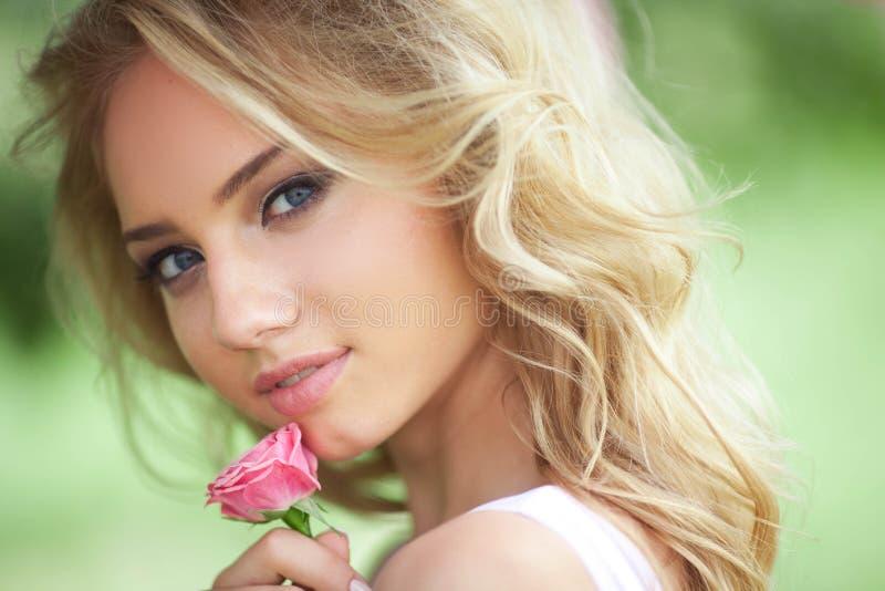 Belle fille romantique