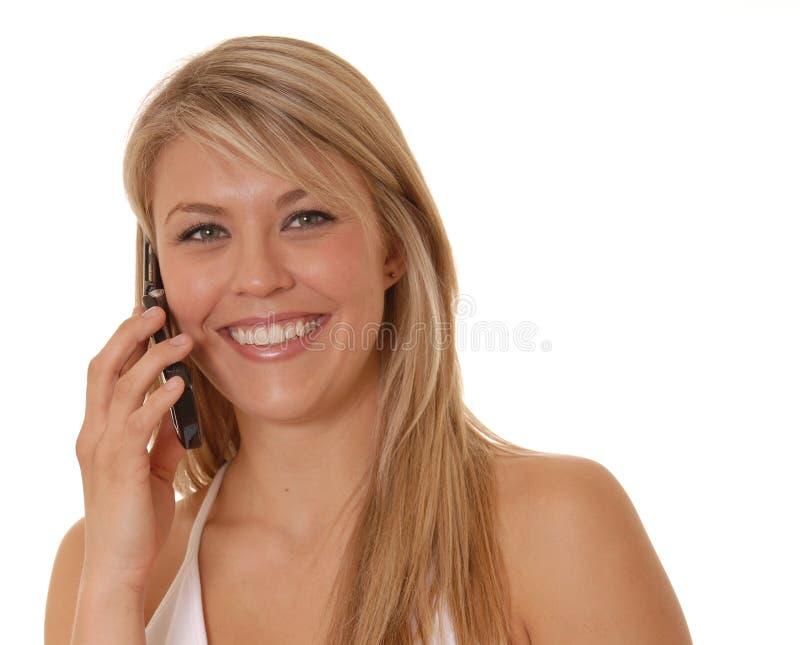 Belle fille sur le téléphone portable photographie stock libre de droits