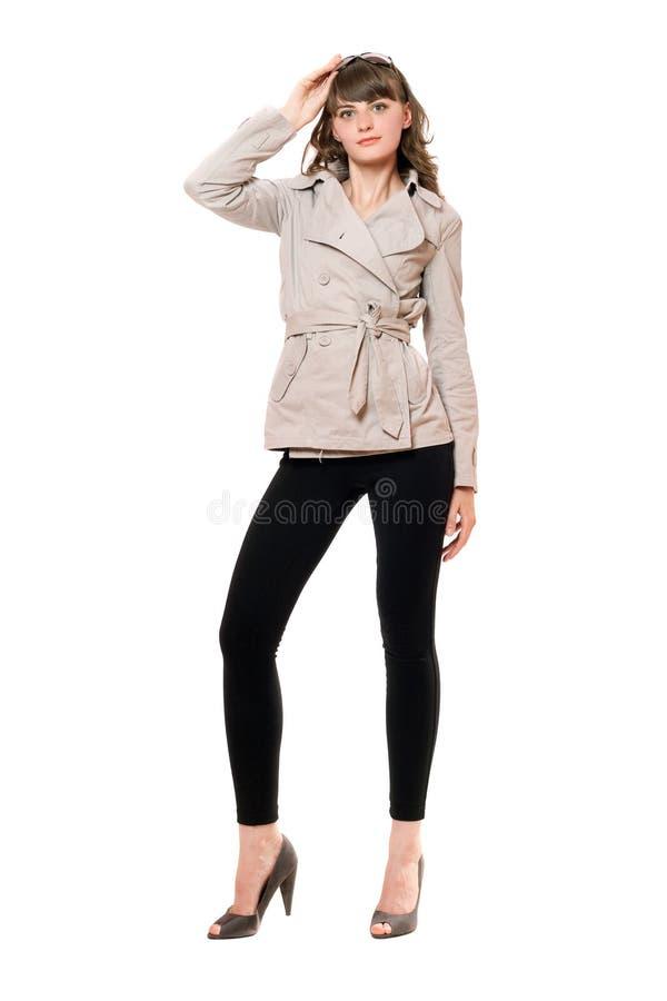 Belle fille utilisant un manteau et des guêtres noires D'isolement images libres de droits
