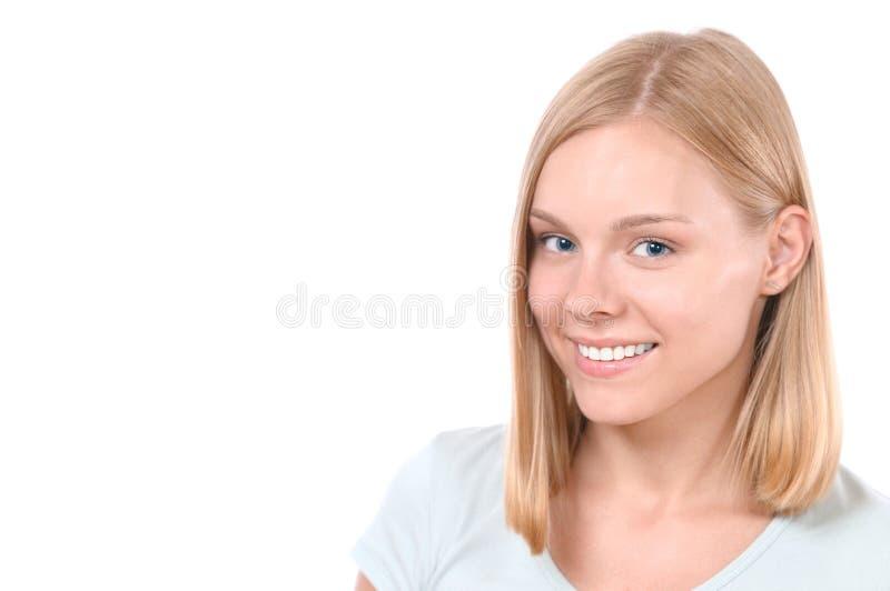 Belle fin de visage de femme vers le haut de studio sur le blanc images libres de droits