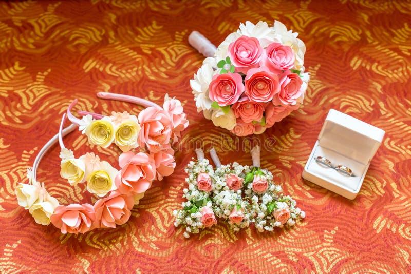 Belle guirlande nuptiale avec des roses image stock