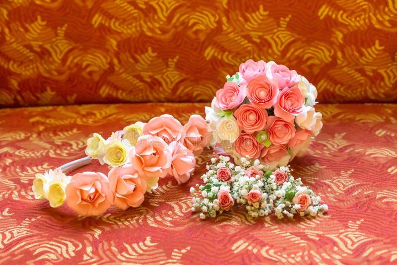Belle guirlande nuptiale avec des roses image libre de droits