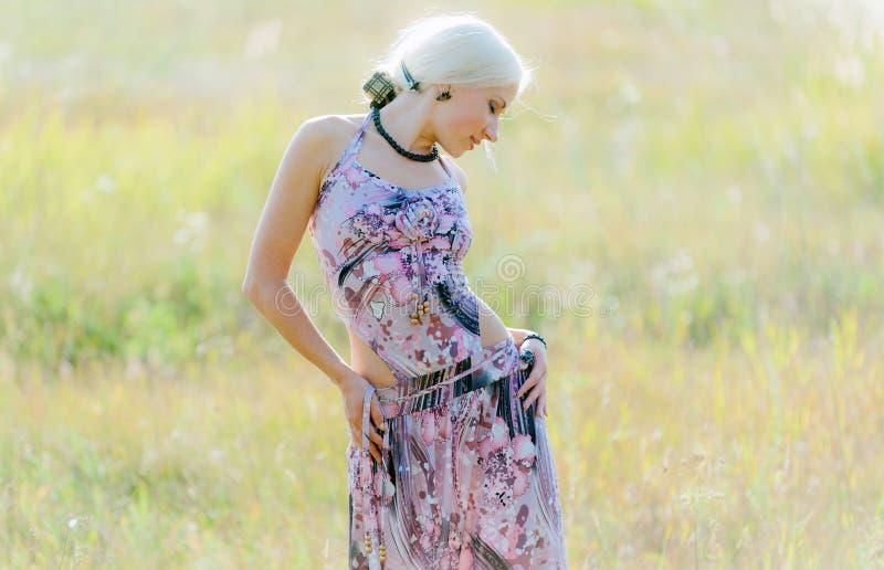 Belle jeune blonde images libres de droits