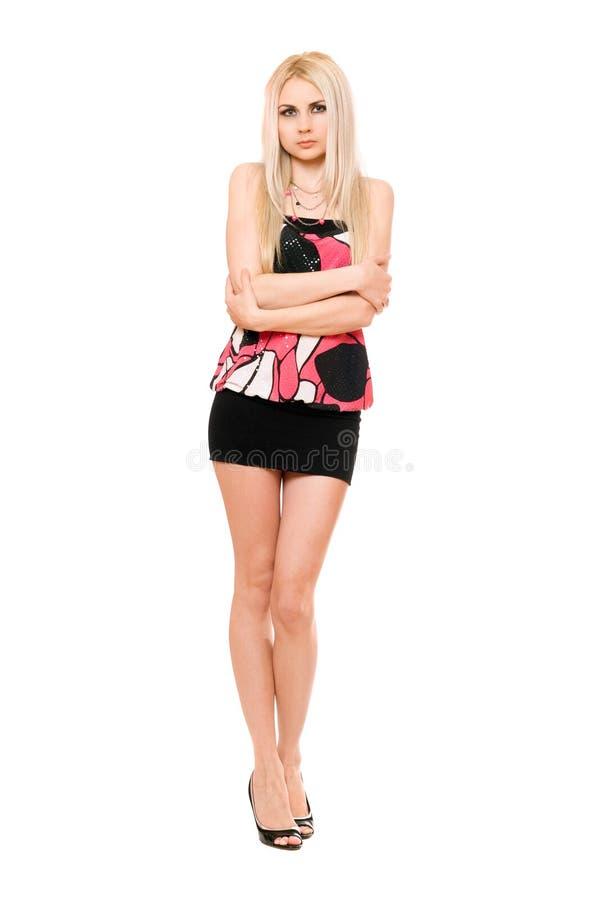 Belle jeune blonde aux longues jambes dans la mini-jupe noire image libre de droits