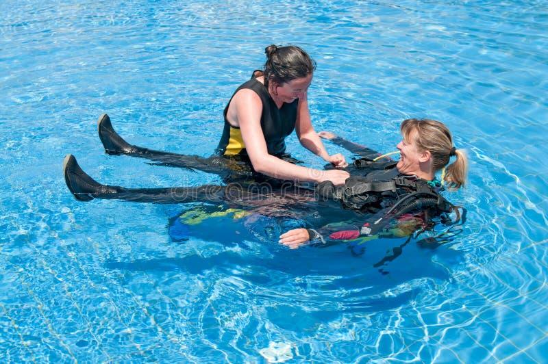 Plongeurs féminins photographie stock libre de droits