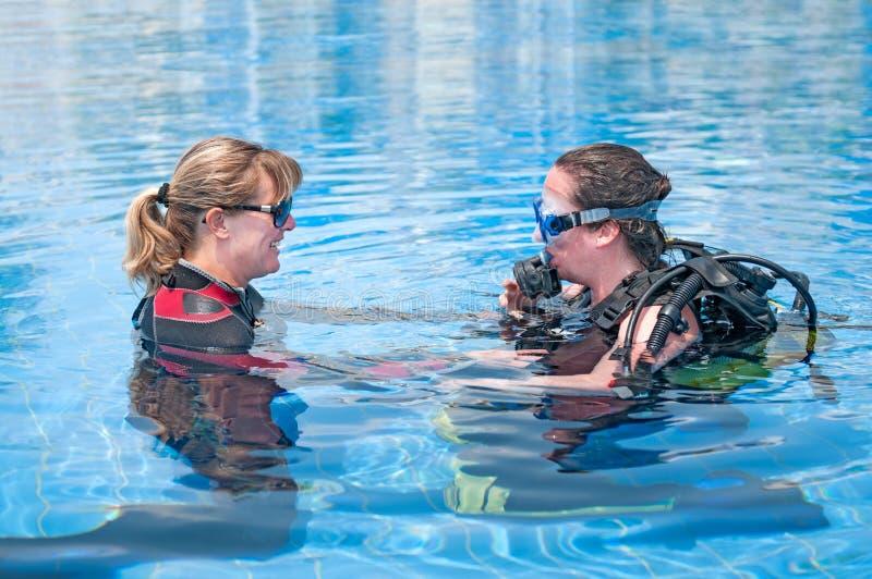 Plongeurs féminins images stock
