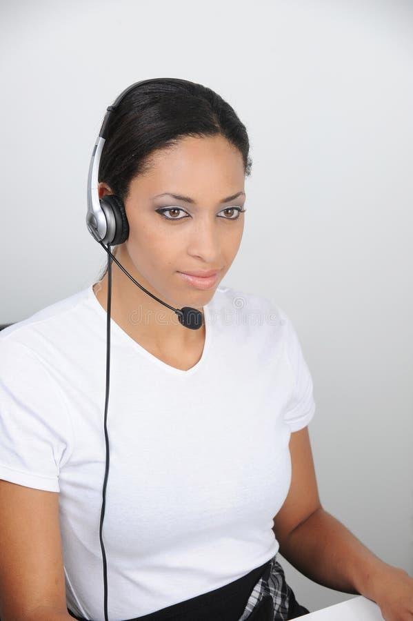 Belle jeune femelle au travail image libre de droits
