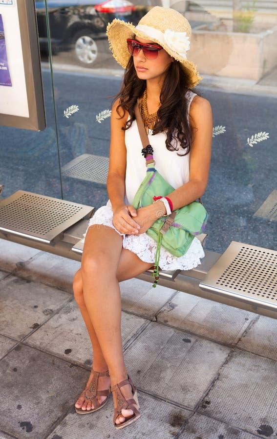 Belle jeune femme à Nice images libres de droits