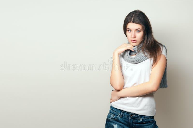 Belle jeune femme images stock