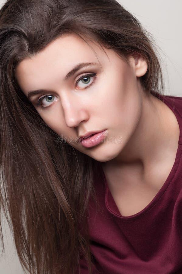 Belle jeune femme photographie stock