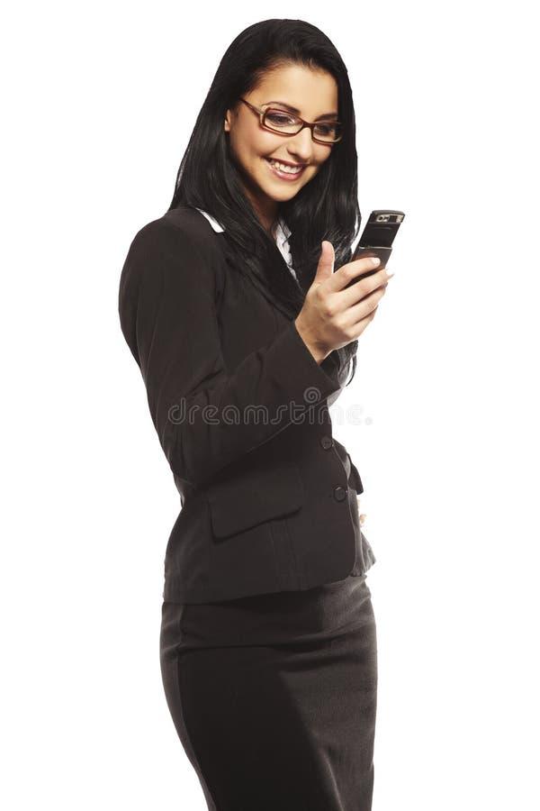 Belle jeune femme appelant par le mobile photographie stock