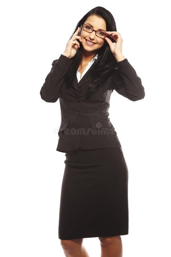 Belle jeune femme appelant par le mobile photos stock