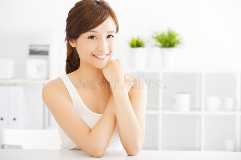 Belle jeune femme asiatique images stock