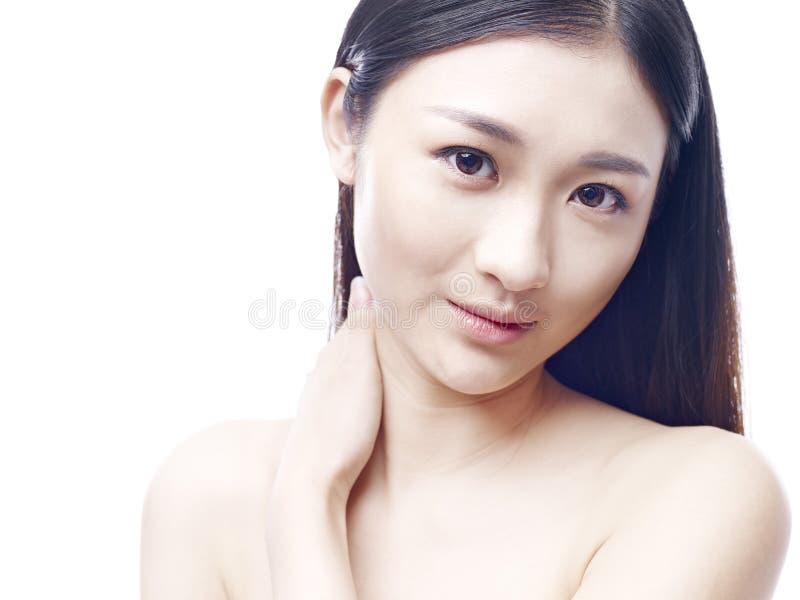 belle jeune femme asiatique image stock image du mode asie 73640943. Black Bedroom Furniture Sets. Home Design Ideas