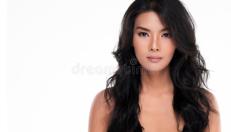 Belle jeune femme asiatique avec la peau fraîche propre photo stock