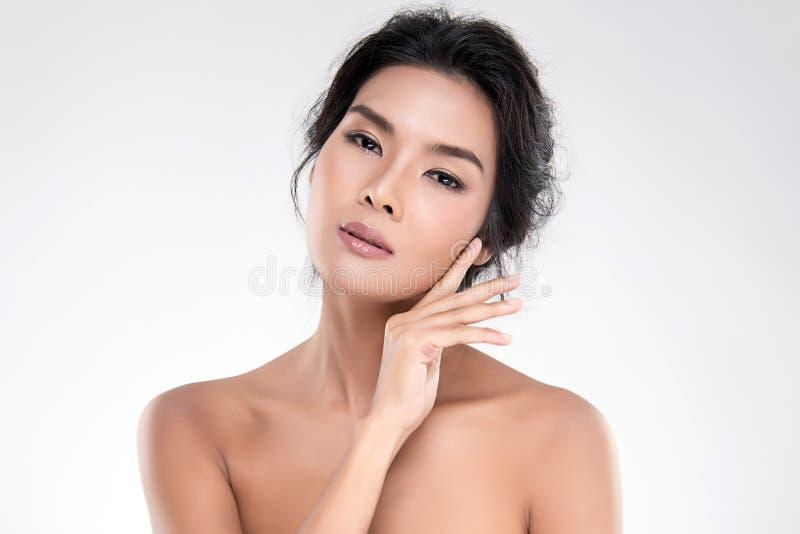 Belle jeune femme asiatique avec la peau fra?che propre photos libres de droits