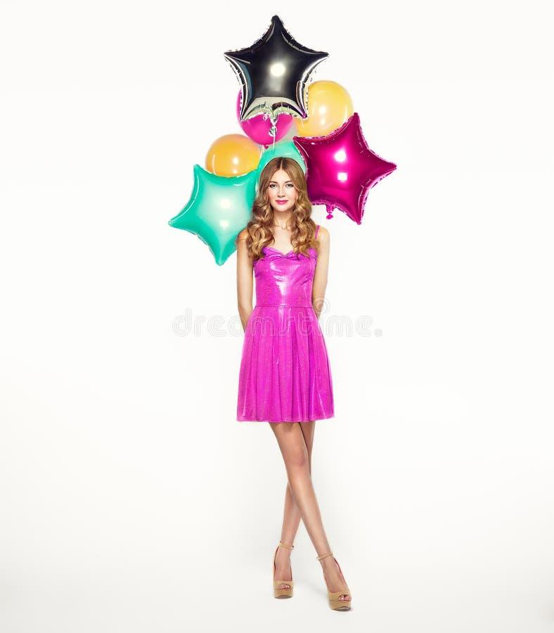 Belle jeune femme avec les ballons colorés image libre de droits