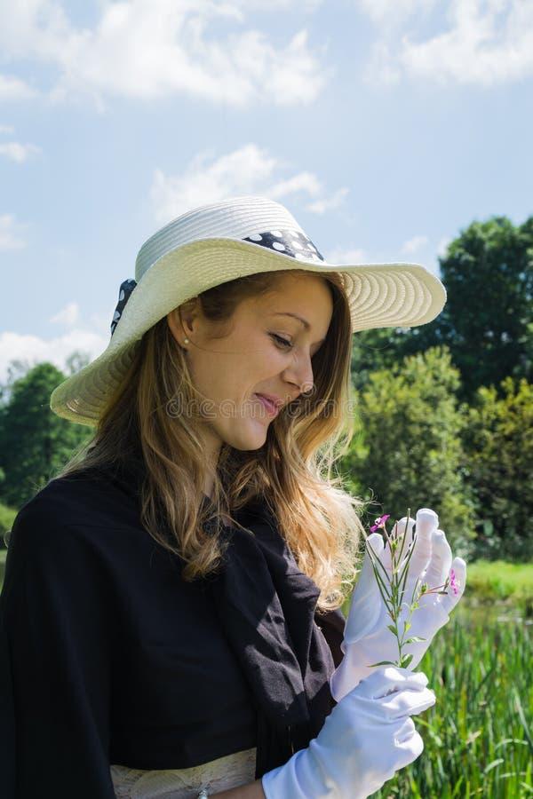 Download Belle Jeune Femme Avec Les Gants Et La Fleur Blancs Photo stock - Image du cloudscape, nature: 76078382