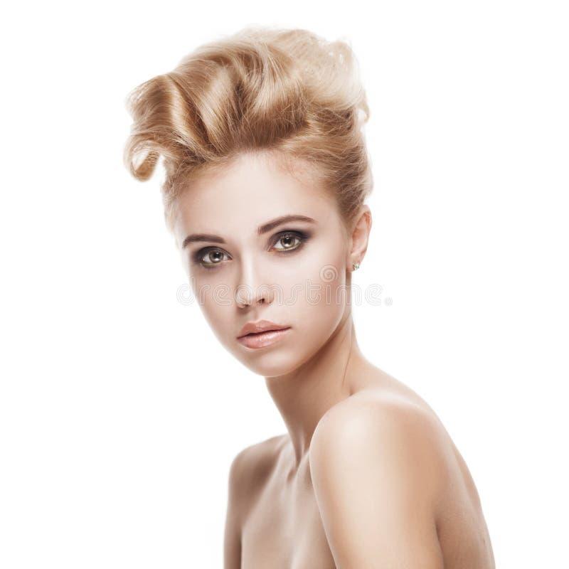 Belle jeune femme blonde avec le visage propre photo libre de droits