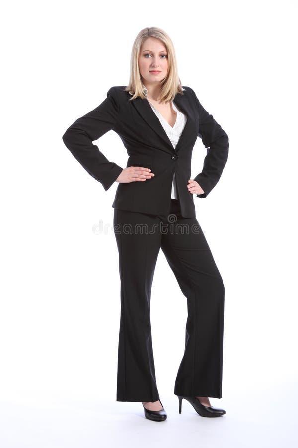 Belle jeune femme blonde d'affaires dans le procès photo stock