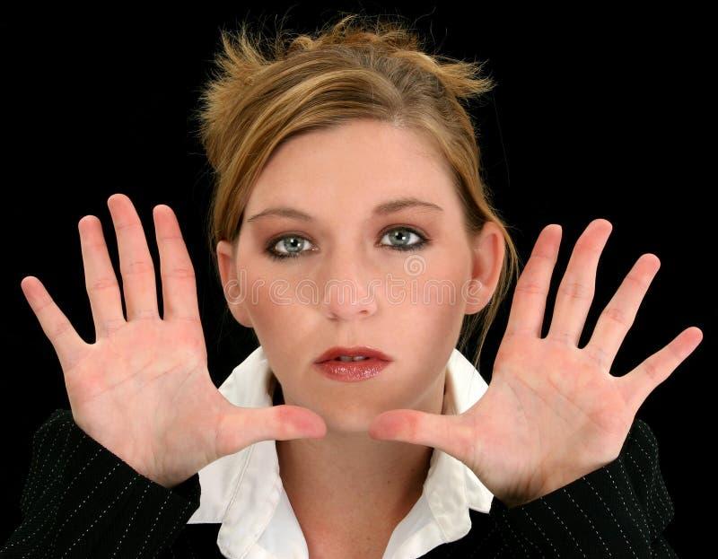 Belle jeune femme d'affaires avec des mains vers l'appareil-photo images libres de droits