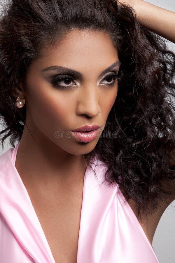 Belle jeune femme de couleur images libres de droits