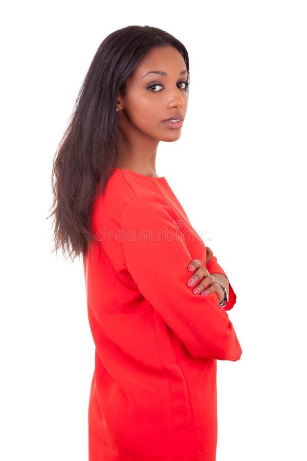 Belle jeune femme de couleur avec les bras pliés photographie stock libre de droits