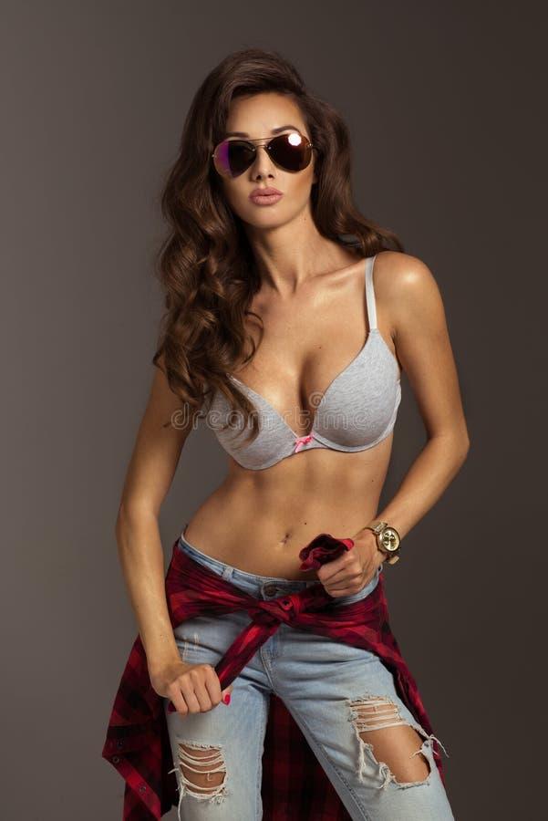 Belle jeune femme de mode photo libre de droits