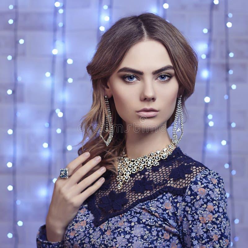Belle jeune femme Diamants photos stock