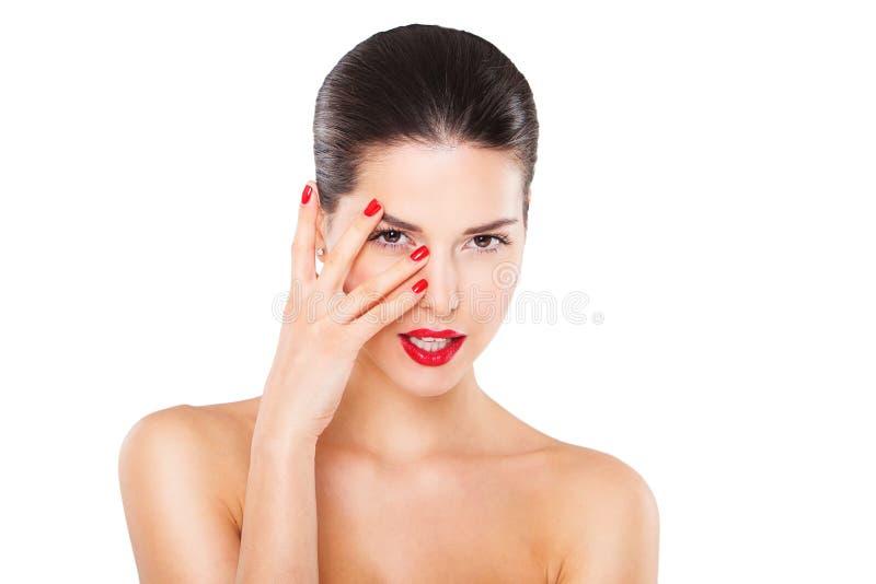 Belle jeune femme heureuse avec les lèvres rouges et images libres de droits