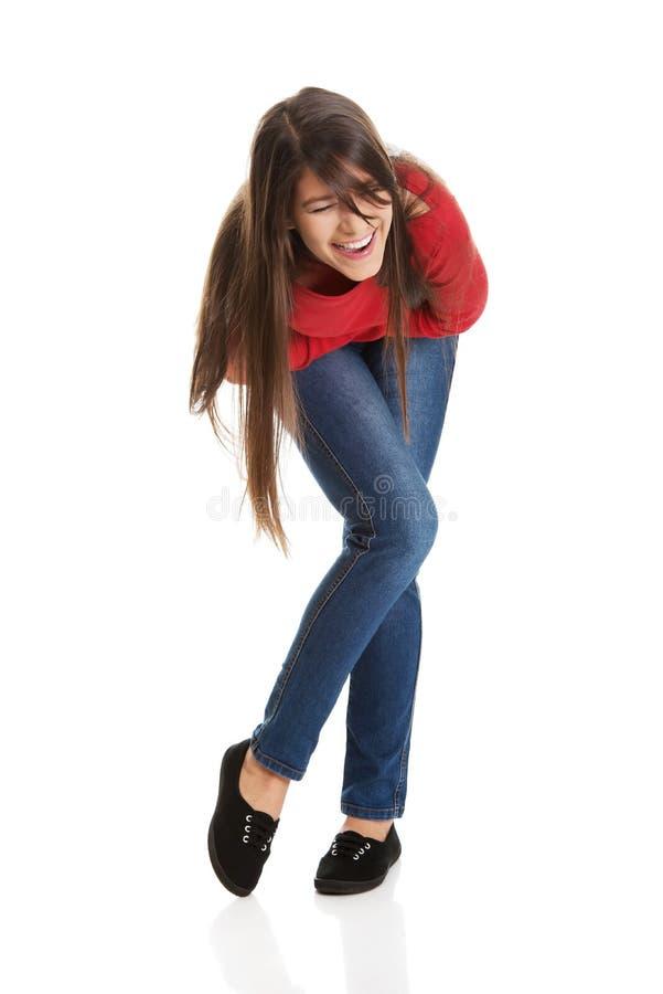 Belle jeune femme riante d'étudiant photos stock
