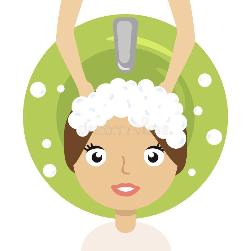 Belle jeune fille appréciant le cheveu lavant dans le salon de coiffure illustration libre de droits